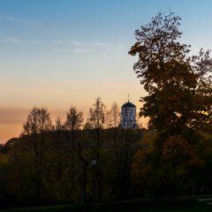 Перезвон цветов заката. Церковь Усекновения Главы Иоанна Предтечи в Дьякове (Москва, Коломенское)