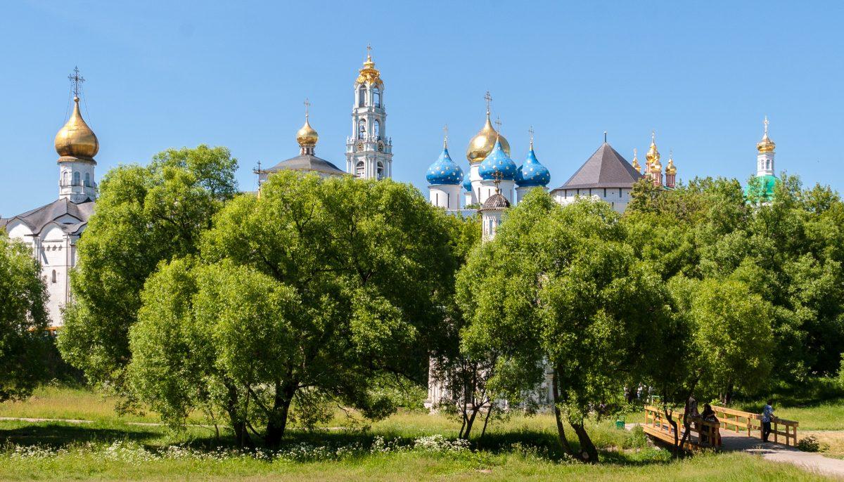 Средь синевы. Купола Свято-Троицкой Сергиевой Лавры