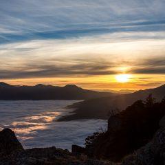 Облачный прилив. Закат над Чатыр-Дагом с вершин Демерджи. Крым.